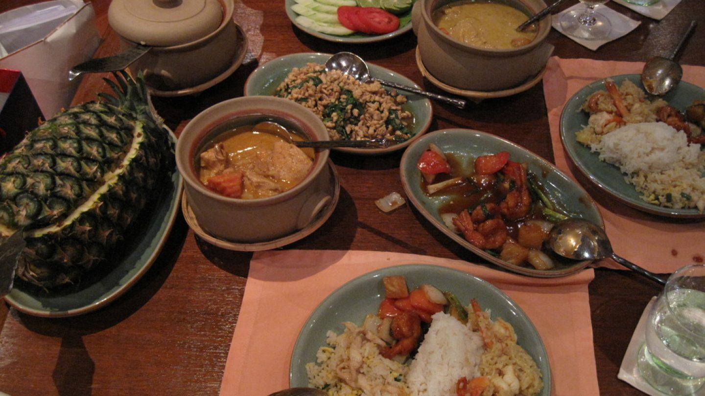 Review Restaurant Curries & More by Baan Khanitha