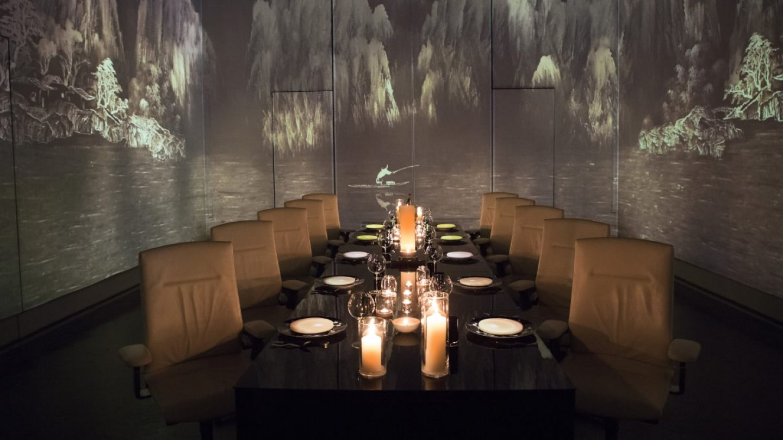 Review Restaurant Ultraviolet by Paul Pairet