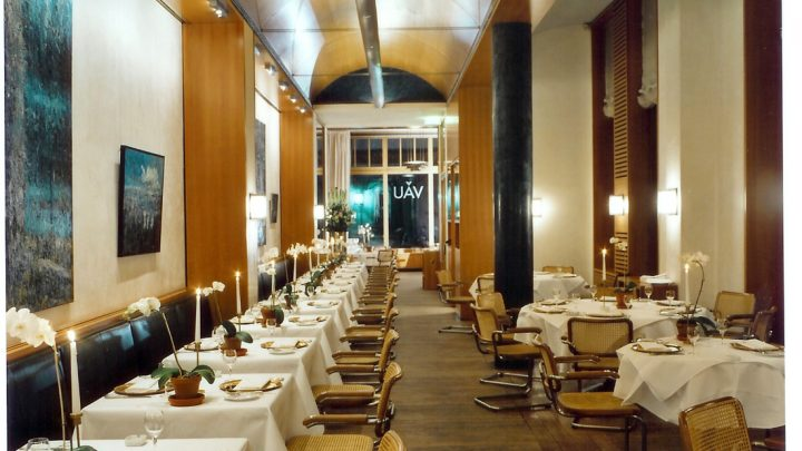 Review Restaurant VAU